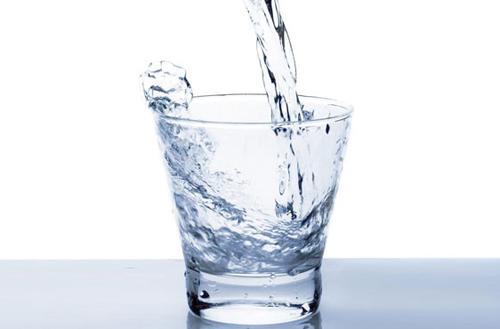 早起空腹一杯水很养生?不注意这点,恐怕喝了也没用